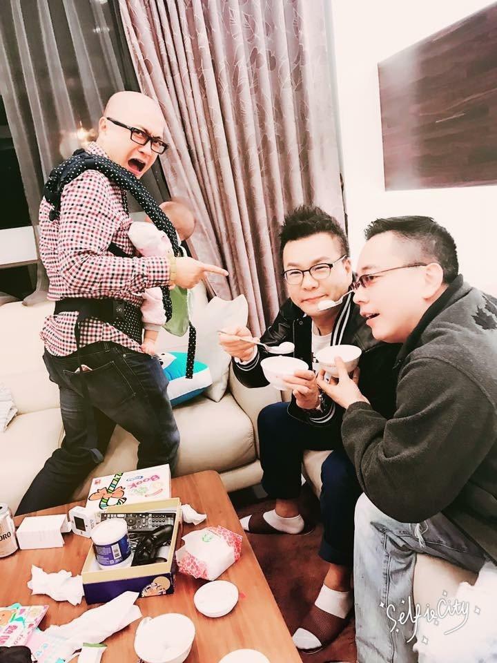 Paul(左)跟沈玉琳、詹惟中吃湯圓慶元宵。圖/取自臉書