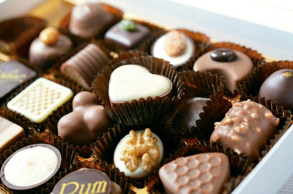 新光醫院營養師夏子雯指出,許多造型精美的巧克力,因為包覆多層餡料,加上內含堅果,...