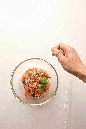 衛福部營養科主任蔡佩芬指出,食物保存有「FATTOM」原則。 記者陳立凱/攝影