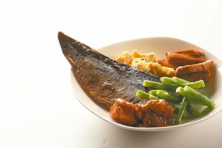 家中冰箱冷藏的剩菜,復熱後常常一塌糊塗。 記者陳立凱/攝影