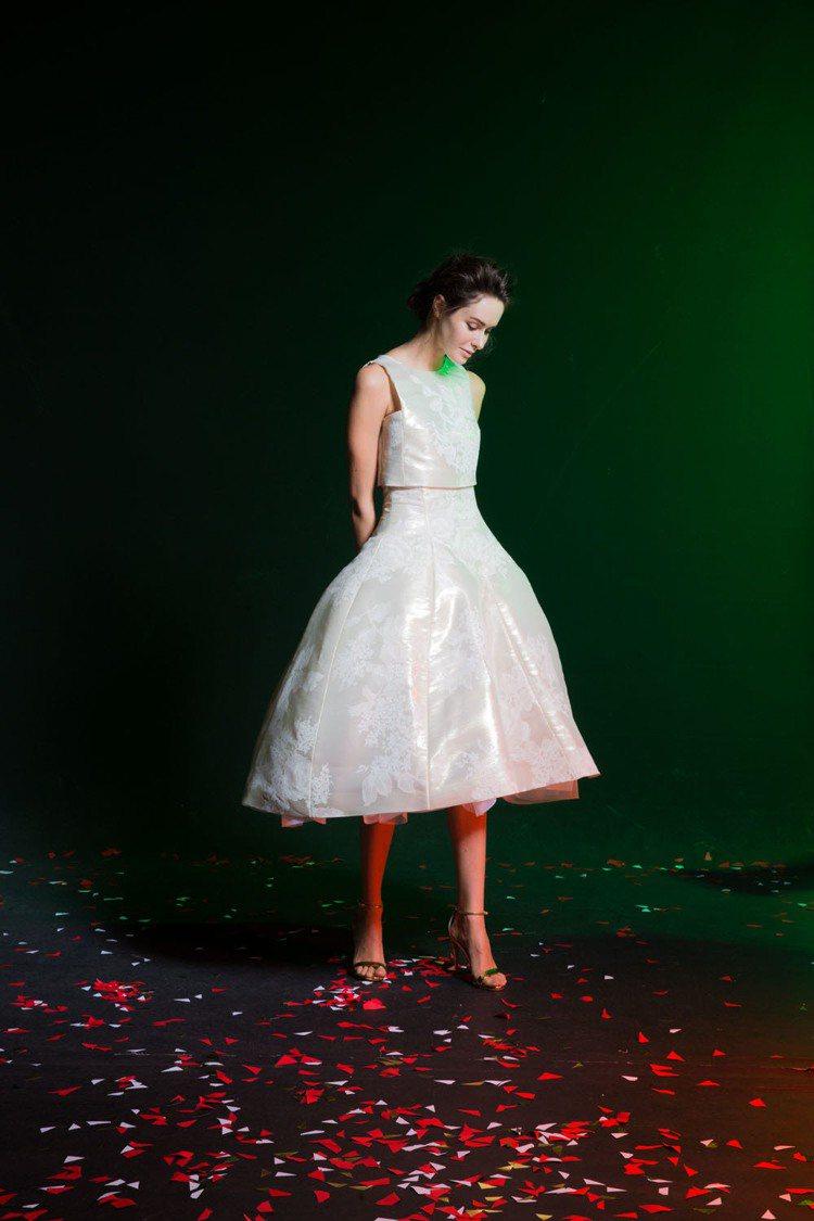 俏皮短裙式婚紗雖然小眾,但深受年輕一代準新娘的喜愛。圖/蘇菲雅提供