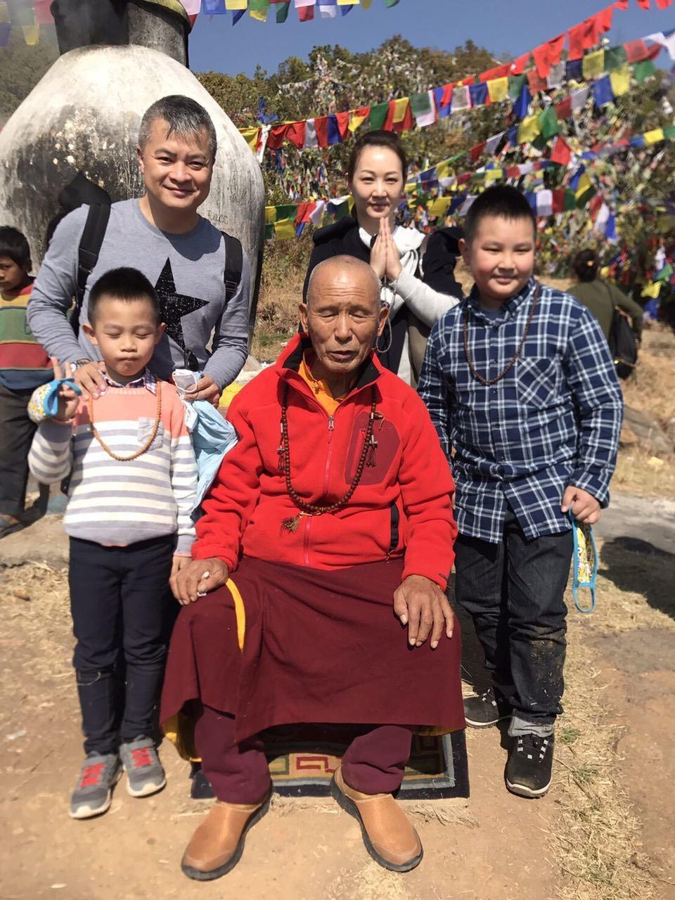郁方一家大小到尼泊爾朝聖。圖/郁方提供