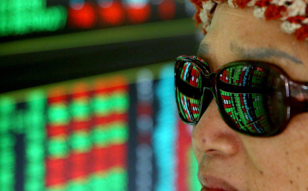 7日仍有券商遭受駭客攻擊,已請投資人改採其他方式委託,號子內的投資人專注個股及大...