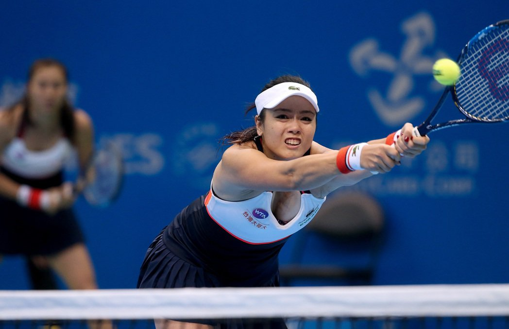 詹詠然與詹皓晴4日在WTA台灣賽女雙準決賽中力拼三盤獲勝。記者余承翰/攝影