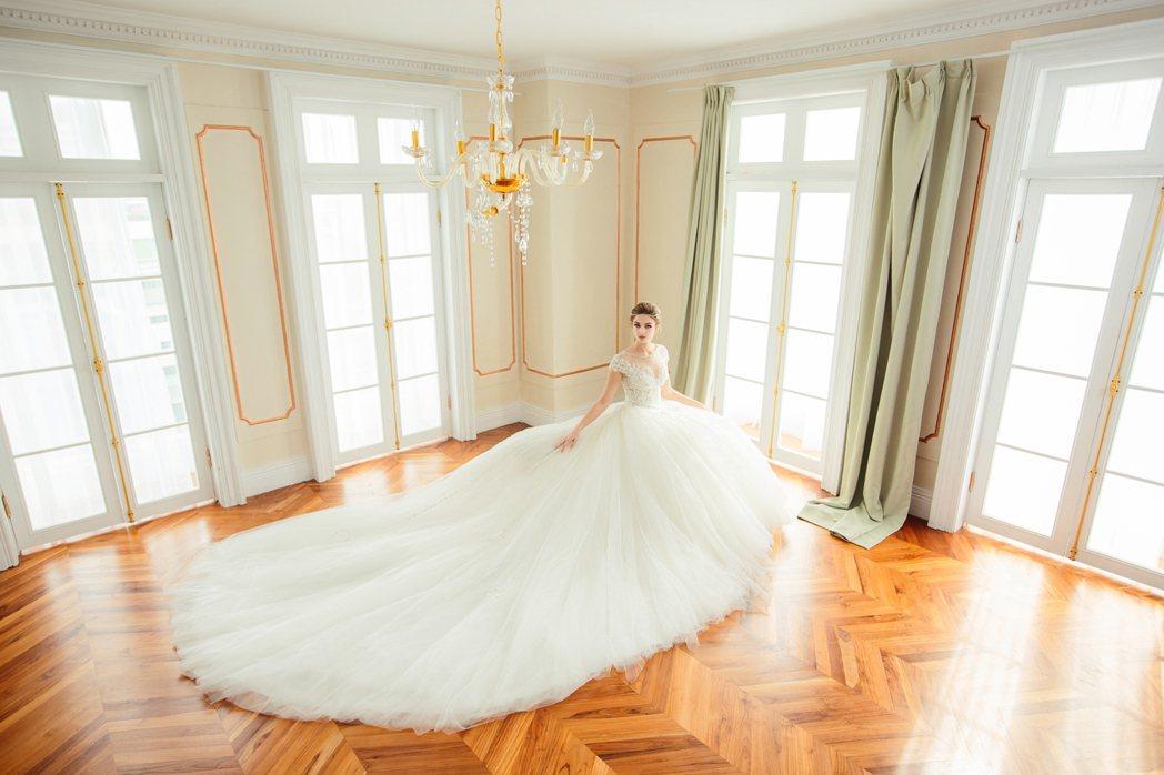超級夢幻的大裙襬婚紗,是新娘的最愛。圖/C.H.Wedding提供