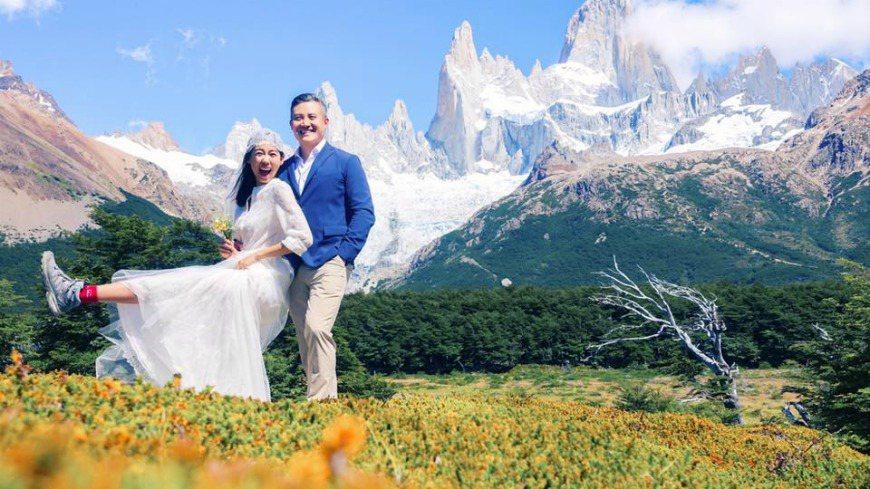 林可彤遠赴秘魯拍攝婚紗,她以白襯衫搭紗裙、球鞋,頭繫頭巾,風格率性平實。圖/擷自...