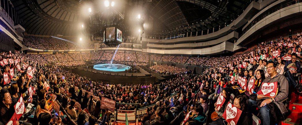 張學友的「A CLASSIC TOUR」 演唱會已在台北華麗登場。圖/環球提供