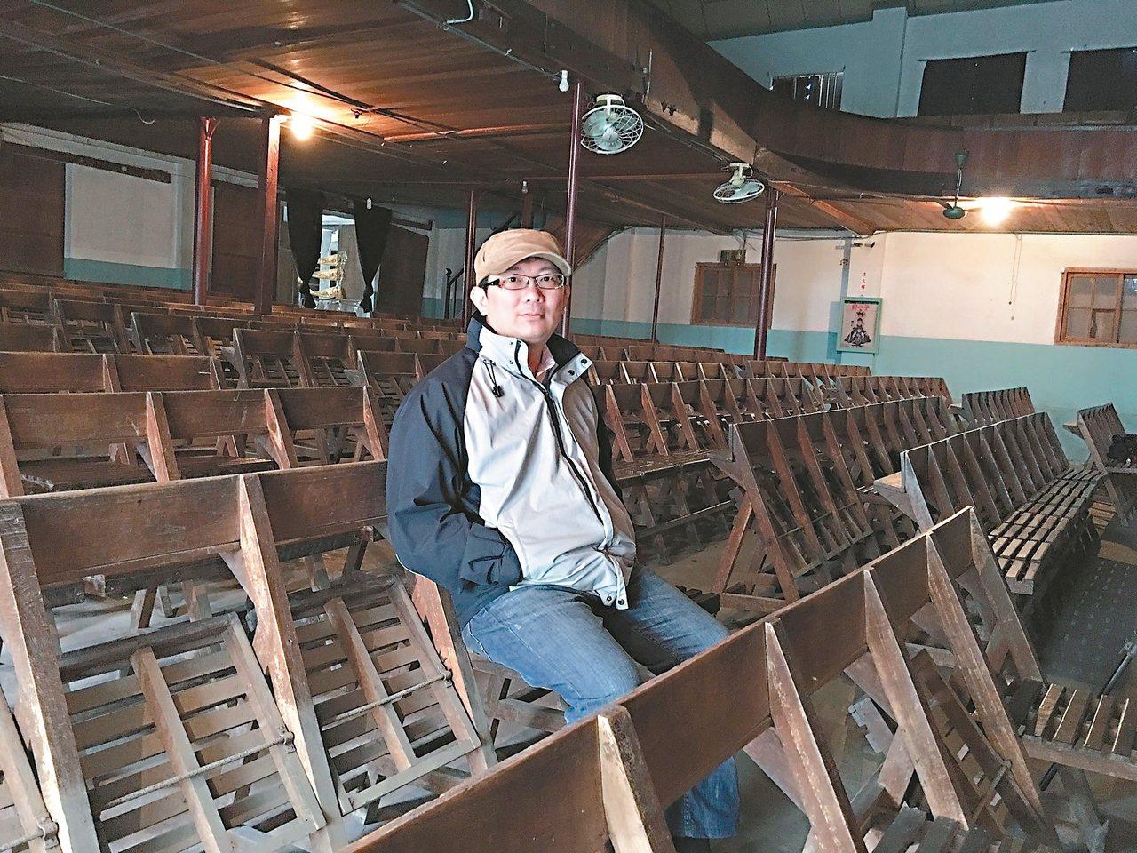 花蓮縣富里鄉瑞舞丹大戲院有50多年歷史,第四代陳威力盼民眾走進來,好好看場電影。...