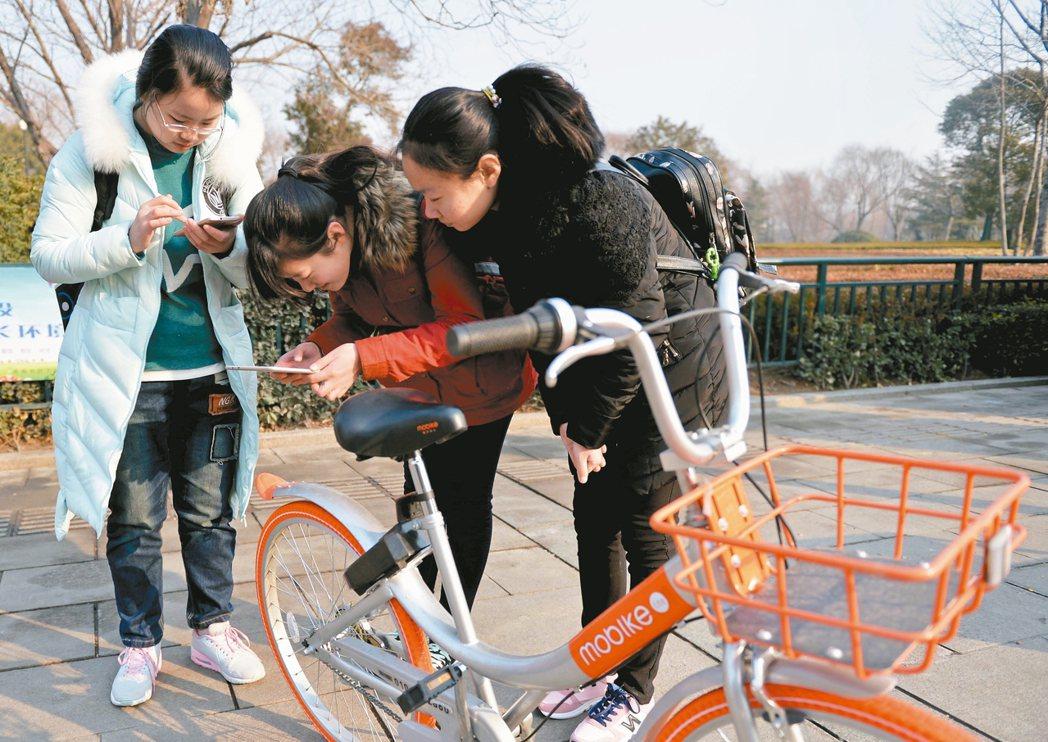 陸共用單車市場爆炸成長,預估今年底將突破5,000萬用戶規模。 新華社