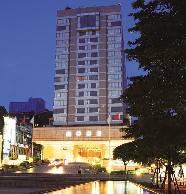 南京東路前中段大飯店林立,圖為晶華酒店。報系資料照