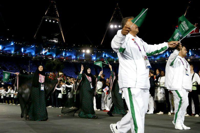 2012年Sarah Attar(圖左)代表沙國參加奧運,是該國第一位女性選手,並締造了奧運創辦以來,第一次所有參賽國都有女子選手參加的紀錄。 圖/美聯社
