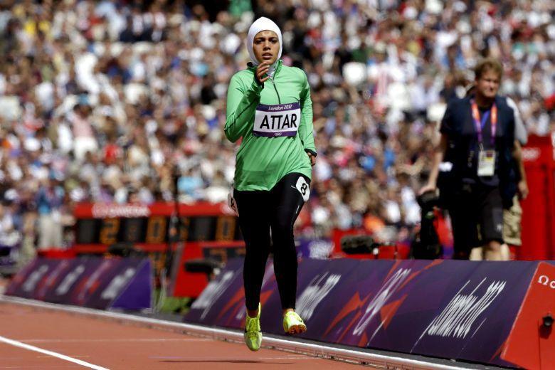 沙國女子八百公尺田徑選手 Sarah Attar 參賽奧運,是運動史上重大突破,因為在部分保守穆斯林地區,認為運動會導致「處女膜破裂」,違反伊斯蘭賦予女性的守貞義務。 圖/美聯社
