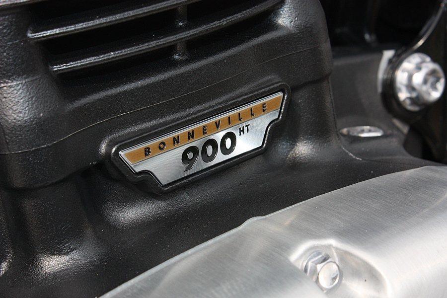 引擎的900字樣代表排氣量900cc。 記者林和謙/攝影