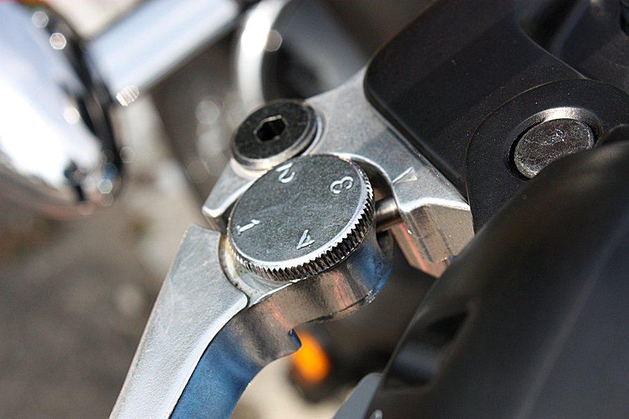 離合器把手四段可調,能根據個人手的大小來調整把距。 記者林和謙/攝影