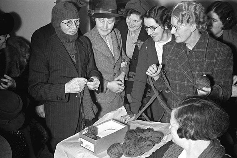 二戰時期,婦女聯盟(WI)喊出口號「如果你能編織,就能盡一份心力」,鼓勵民眾一起...