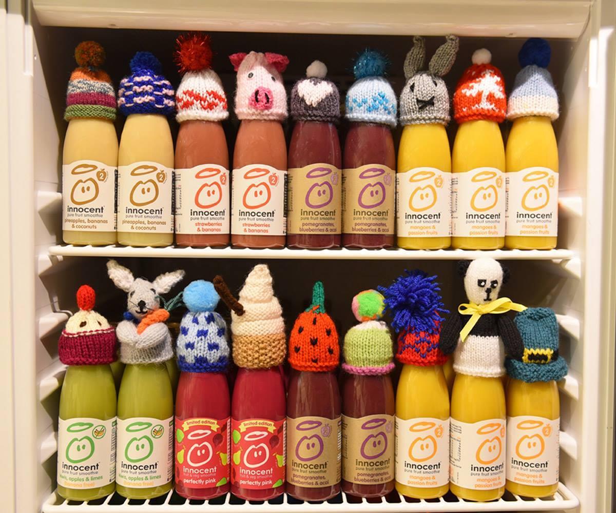 每賣出一瓶戴帽子的果昔,廠商便捐出25便士給慈善機構Age UK。 圖/Inno...