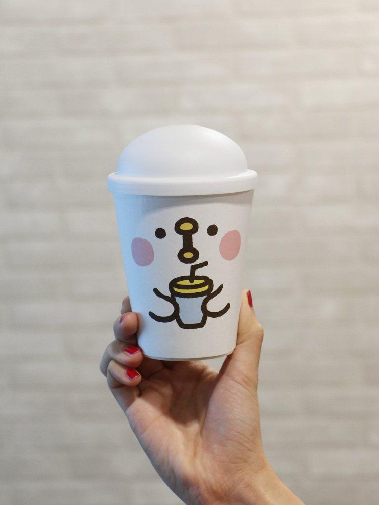 Mister Donut2/14起,陸續推出「卡娜赫拉」粉紅兔兔及P助聯名杯款。...