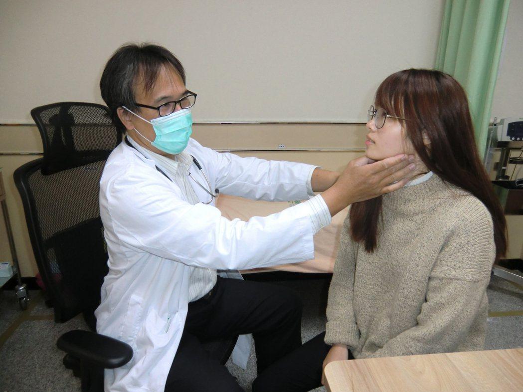 醫師提醒,與濃情蜜意的另一半「喇舌」前,若發現對方有輕微感冒、脖子腫甚至發燒症狀...