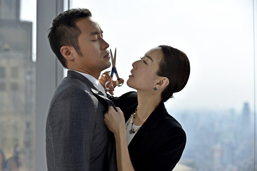 新片「合約男女」由愛情片女王鄭秀文與國民男神張孝全主演。圖/双喜提供