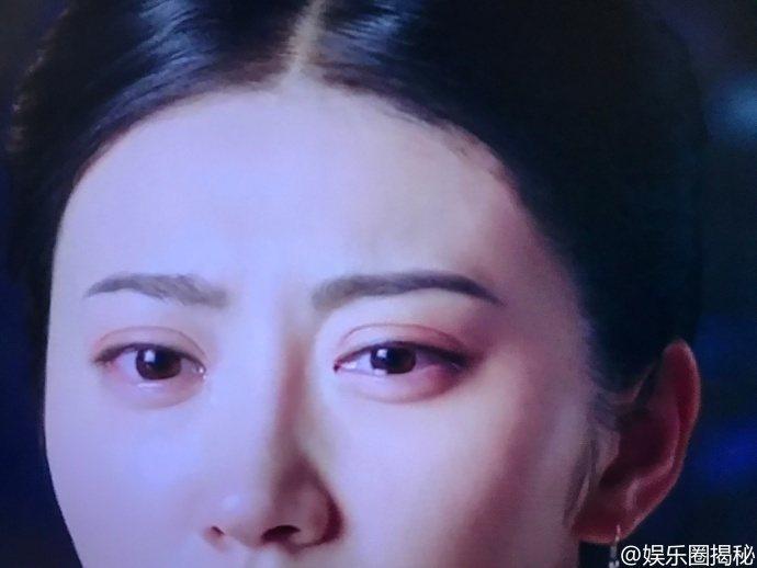 有網友在微博貼出截圖,說女星景甜的雙眼皮比臥蠶還寬。圖/取自微博