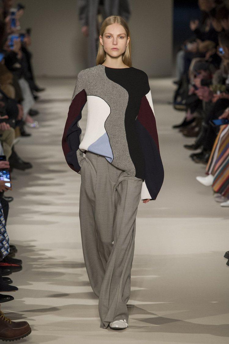 有著極簡線條和實穿的魅力,一直都是Victoria Beckham所擅長的設計風...