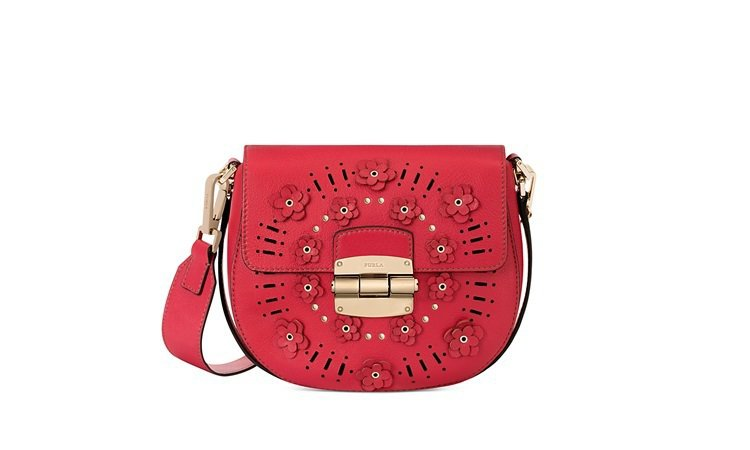 FURLA CLUB MINI (紅飾花),19,500元。圖/FURLA提供