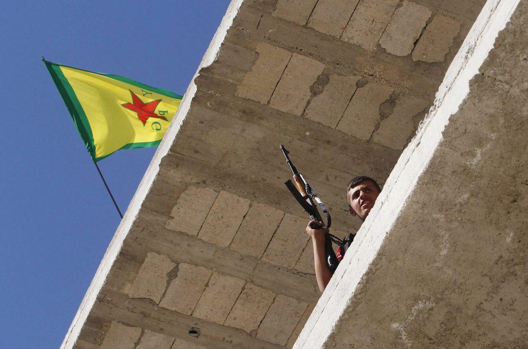 民主聯盟黨底下的軍事組織「人民保護部隊」與伊斯蘭國作戰。隨著伊斯蘭國的影響範圍縮...