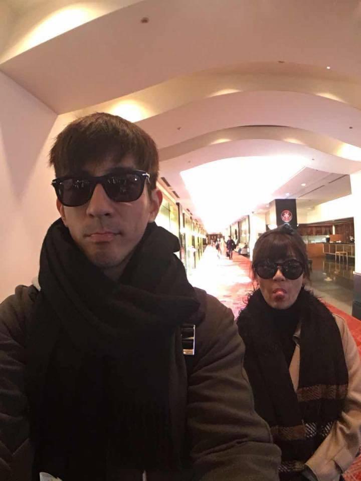 賈靜雯(右)、修杰楷到東京旅遊過情人節。圖/摘自臉書