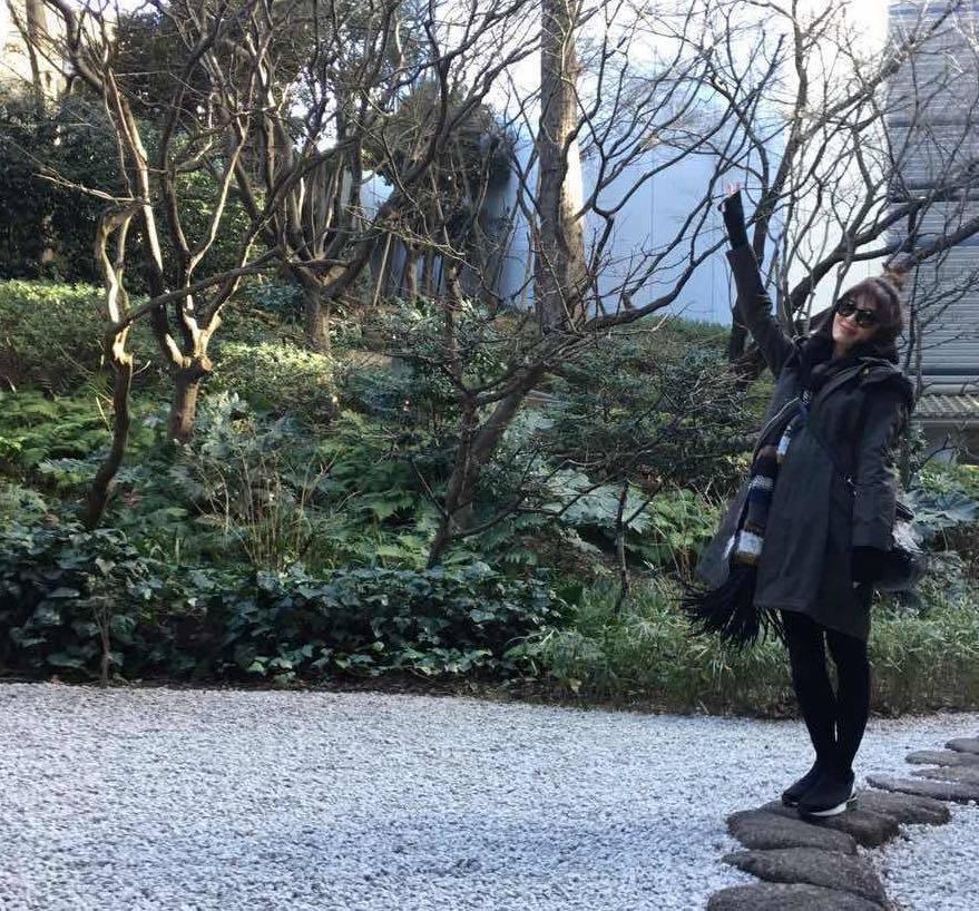賈靜雯全身照明顯看得出孕肚。圖/摘自臉書