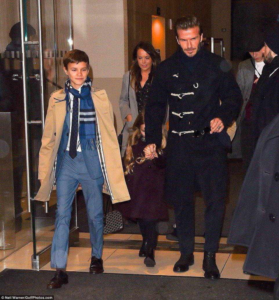 日前的Victoria Beckham 2017秋冬秀上,貝克漢與次子羅密歐都穿
