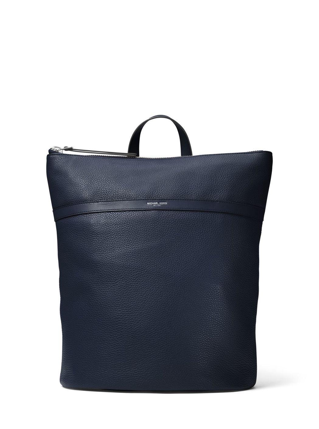 Jeremy深藍色後背包,售價35,500元。圖/MICHAEL KORS提供