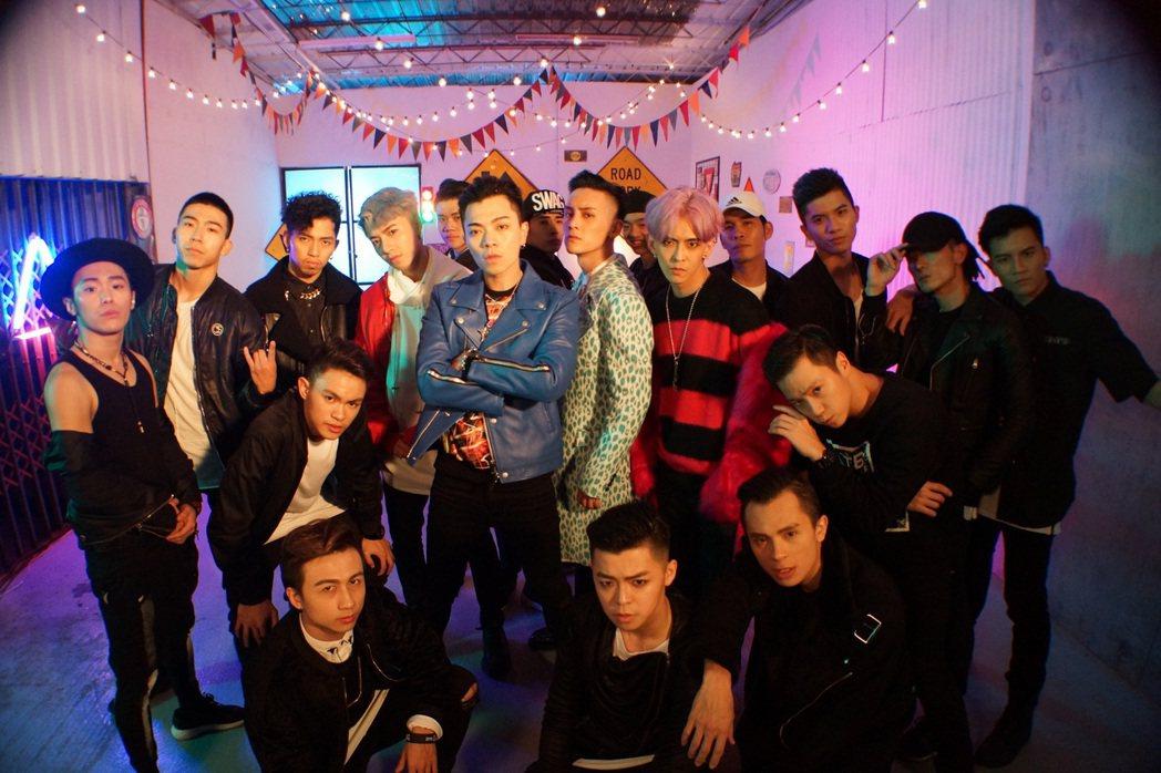 泰坦為新歌請來大批舞者朋友助陣。圖/本勢娛樂提供