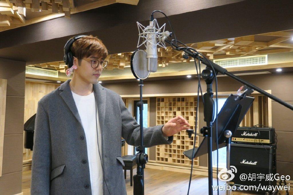 胡宇威進錄音室。圖/寶麗來提供