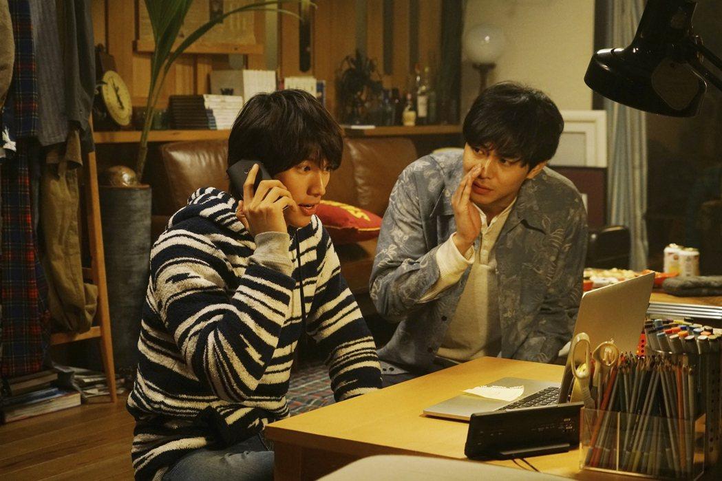曾獲日本奧斯卡最佳新人獎肯定的東出昌大(右)在「明天,我要和昨天的妳約會」中扮演