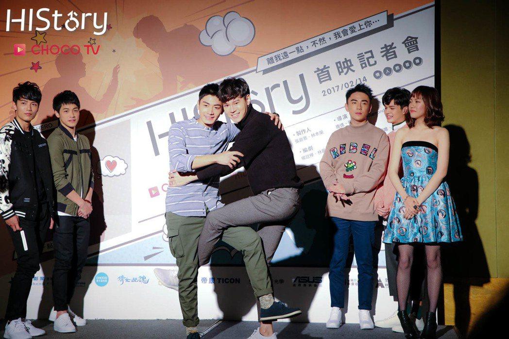 宋柏緯(左)、吳承璟演出「HIStory系列 - 離我遠一點」。圖/CHOCO ...