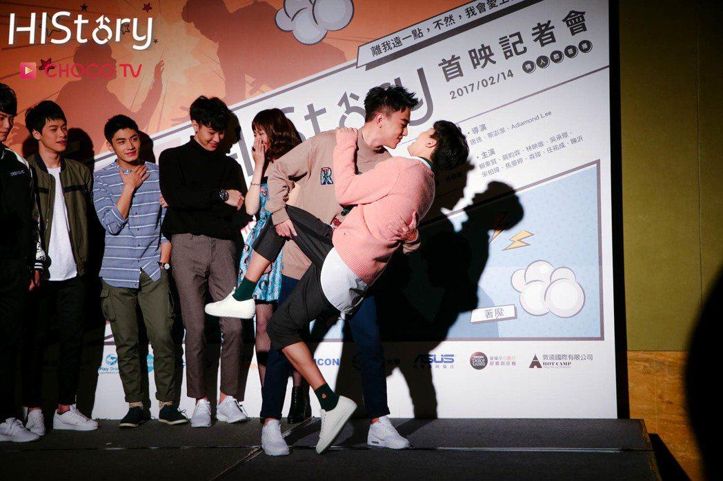 森竣(左)、任祐成演出「HIStory系列 - 著魔」。圖/CHOCO TV提供