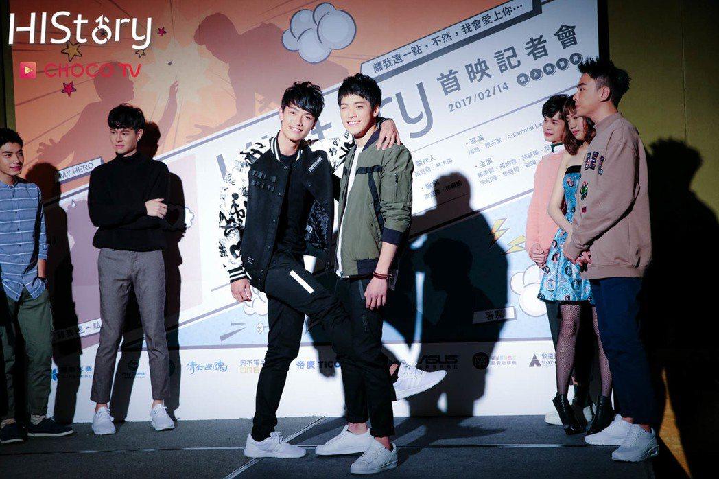 賴東賢(左)、蔣昀霖演出「HIStory系列 - MY HERO」。圖/CHOC...