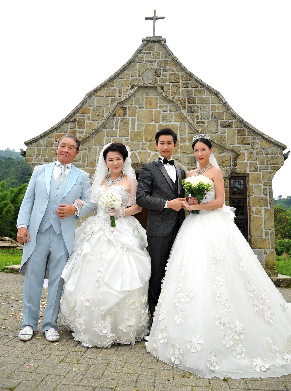 丁強(左起)、張琴、Darren、張本渝拍攝婚禮戲。圖/台視提供