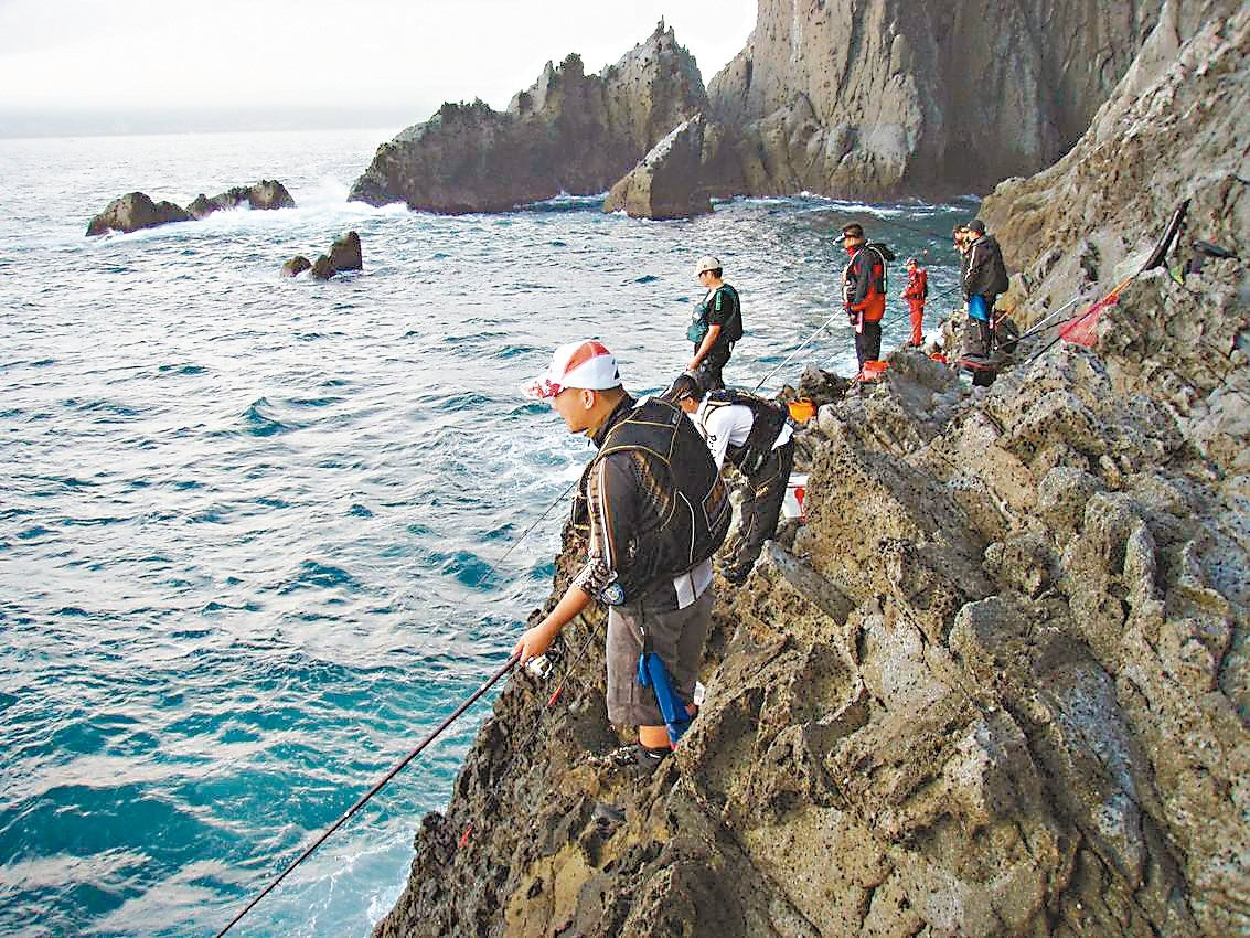 基隆市政府3月起開放基隆嶼18處島礁磯釣。 圖/中華民國釣魚生態保育協會提供