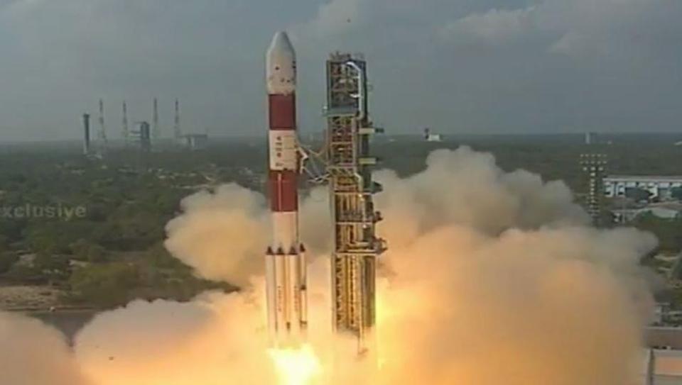 印度15日成功發射火箭升空,並一次將搭載的104顆衛星送入軌道,刷新世界紀錄。 ...