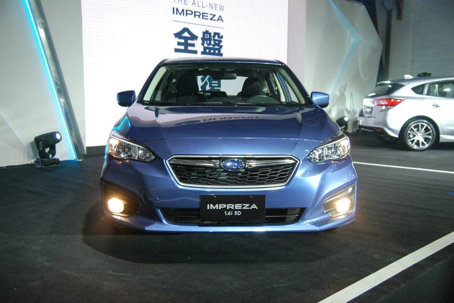 全新 Subaru Impreza 採用「Dynamic & solid」家族設計語彙,車頭處的六邊型蜂巢水箱護罩與相當明顯的車身鈑線,讓整體外型更加動感。 記者林鼎智/攝影