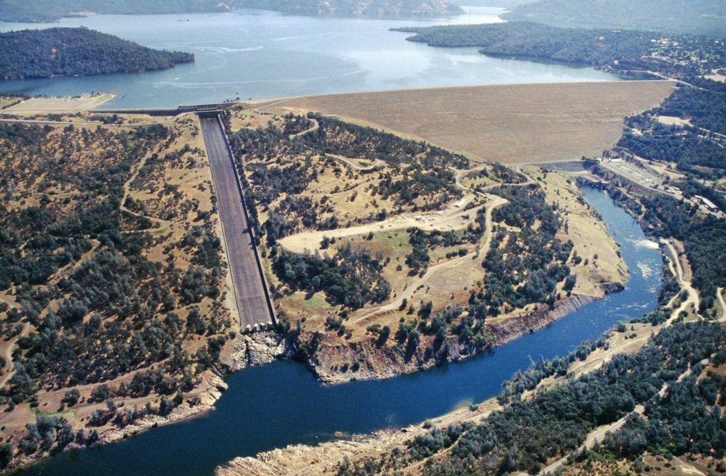 於1968年正式啟用的奧羅維爾水壩,是全美最高的高壩(235公尺高),也是加州農...