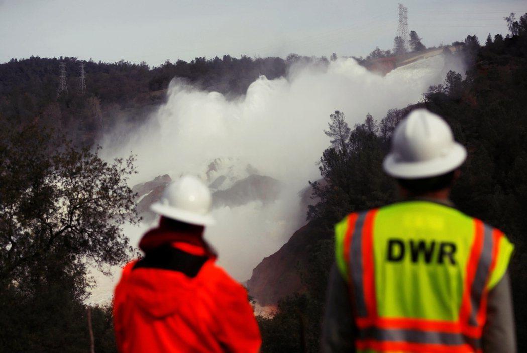 2017年2月12日,位於加州中北部的「奧羅維爾水壩」(Oroville Dam...