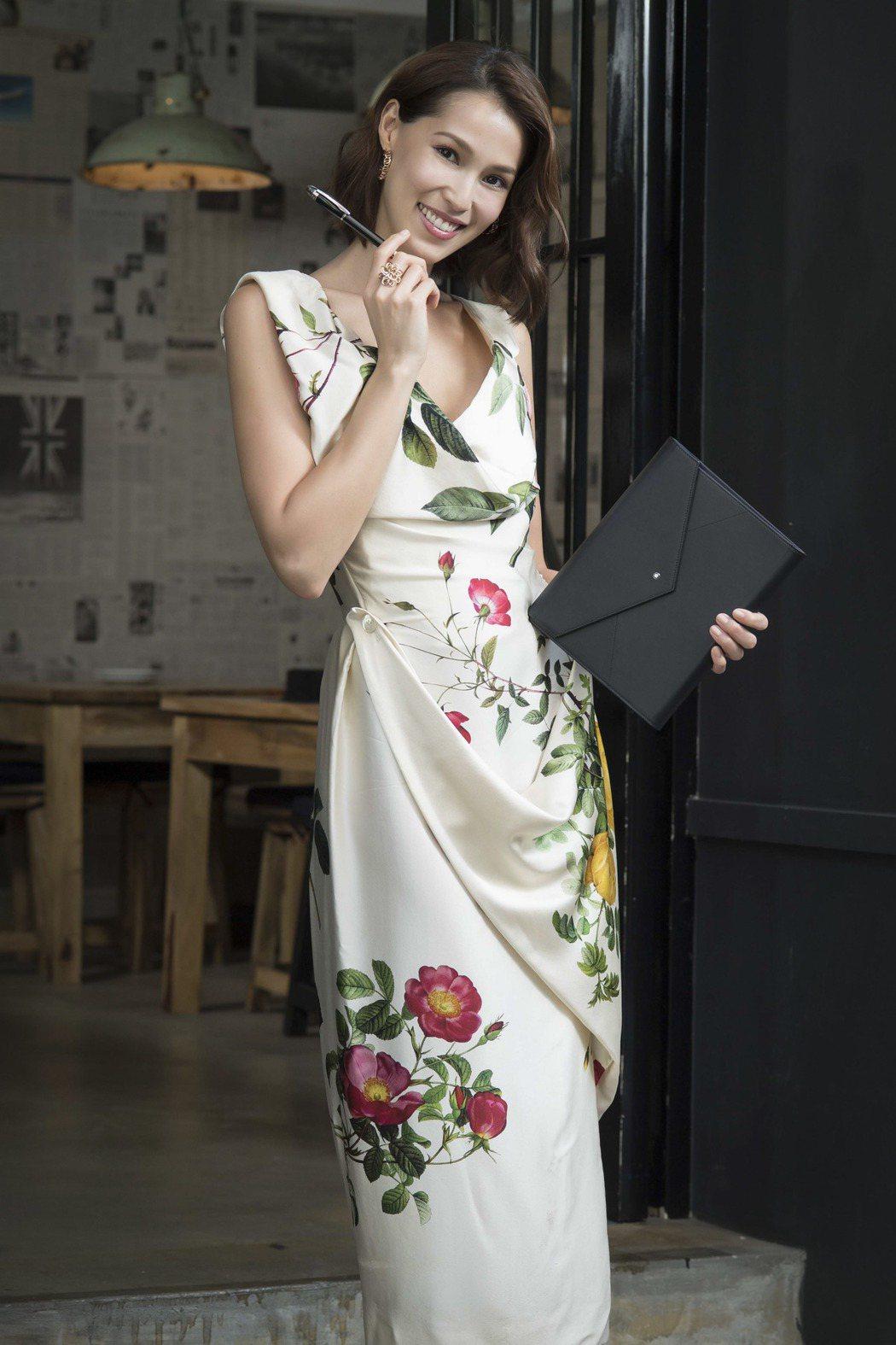 名模香月明美(Akemi)受邀示範使用萬寶龍數位擴增筆記本。圖/Montblan...