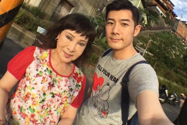 施易男與母親感情深厚。圖/摘自施易男臉書