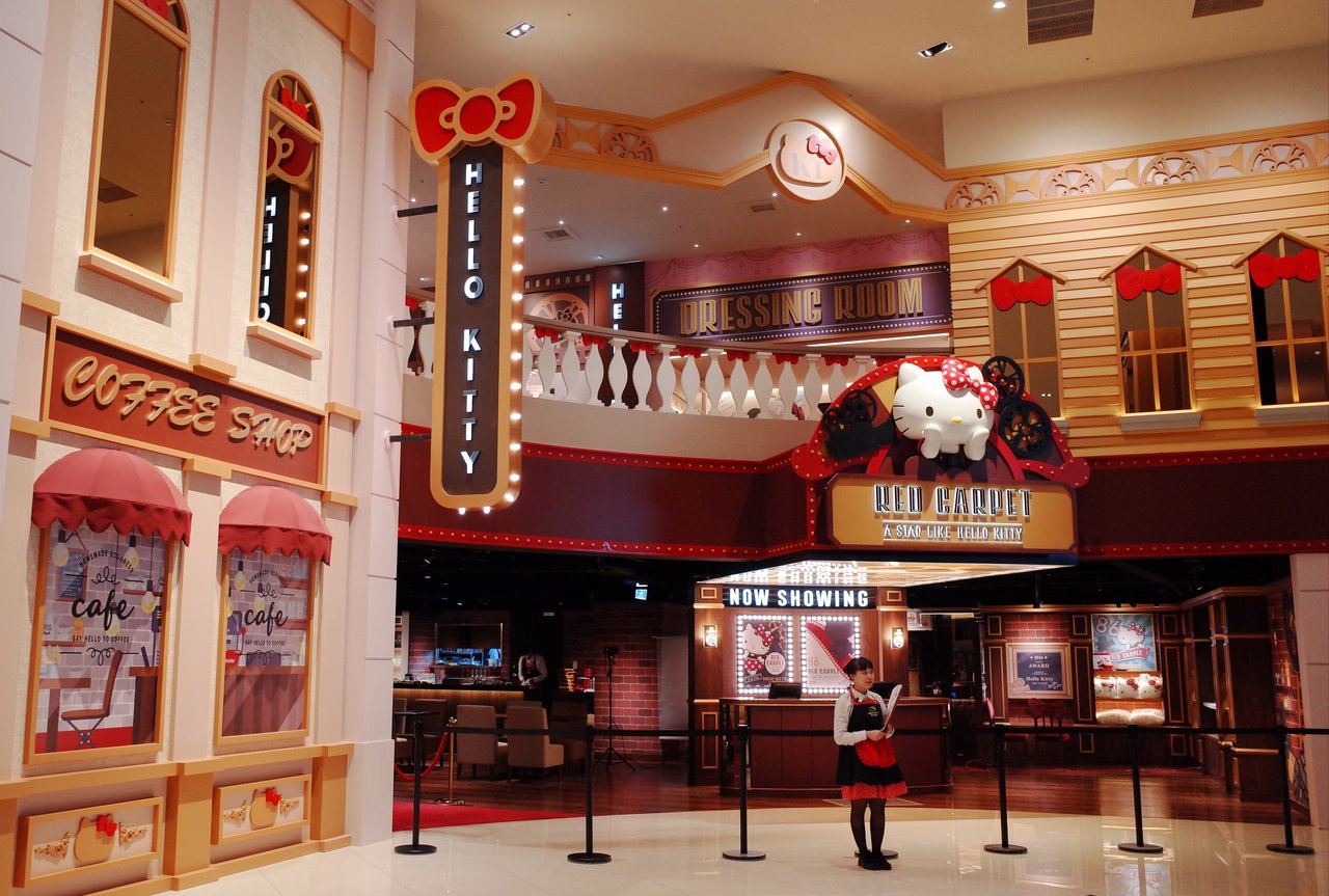 Hello Kitty Red Carpet以復古電影院裝潢設計。圖/Hello...