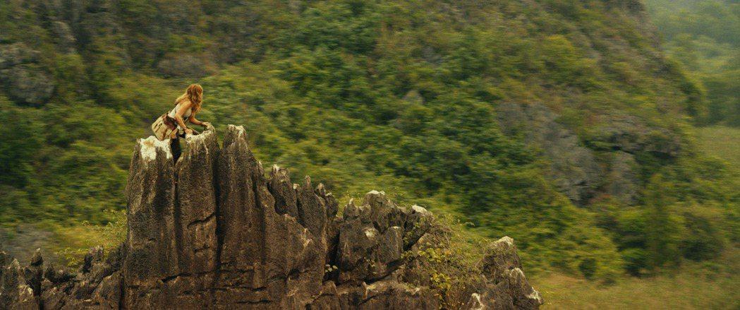「金剛:骷髏島」描述一趟簡單的科學任務,卻遇上了大自然最狂暴的反擊力量。圖/華納...