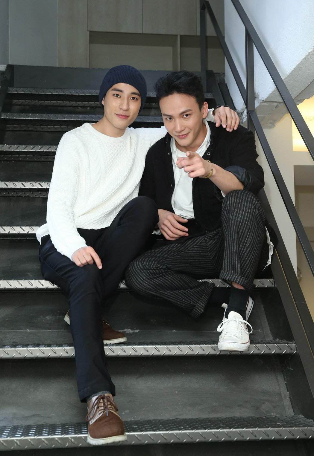 「天黑請閉眼」演員曹晏豪(右)與徐鈞浩接受本報專訪。記者陳瑞源/攝影