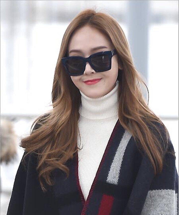 韓國時尚女星Jessica即將抵台,力挺Dior全新漆光唇釉。圖/迪奧提供