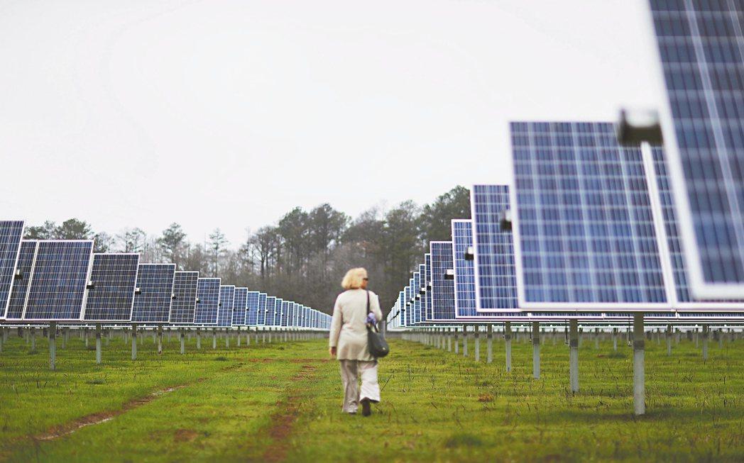 太陽能業者去年在美國新安裝的發電量一百四十六億瓦,寫下歷年來最高紀錄。 美聯社資...